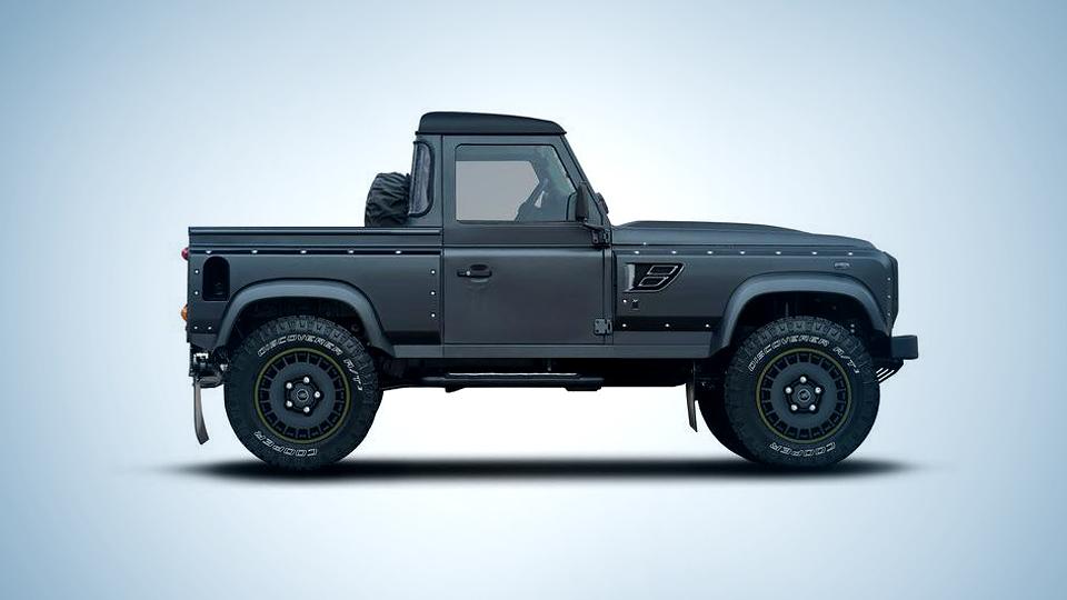 Пикап Land Rover Defender превратили в «Летающего охотника»