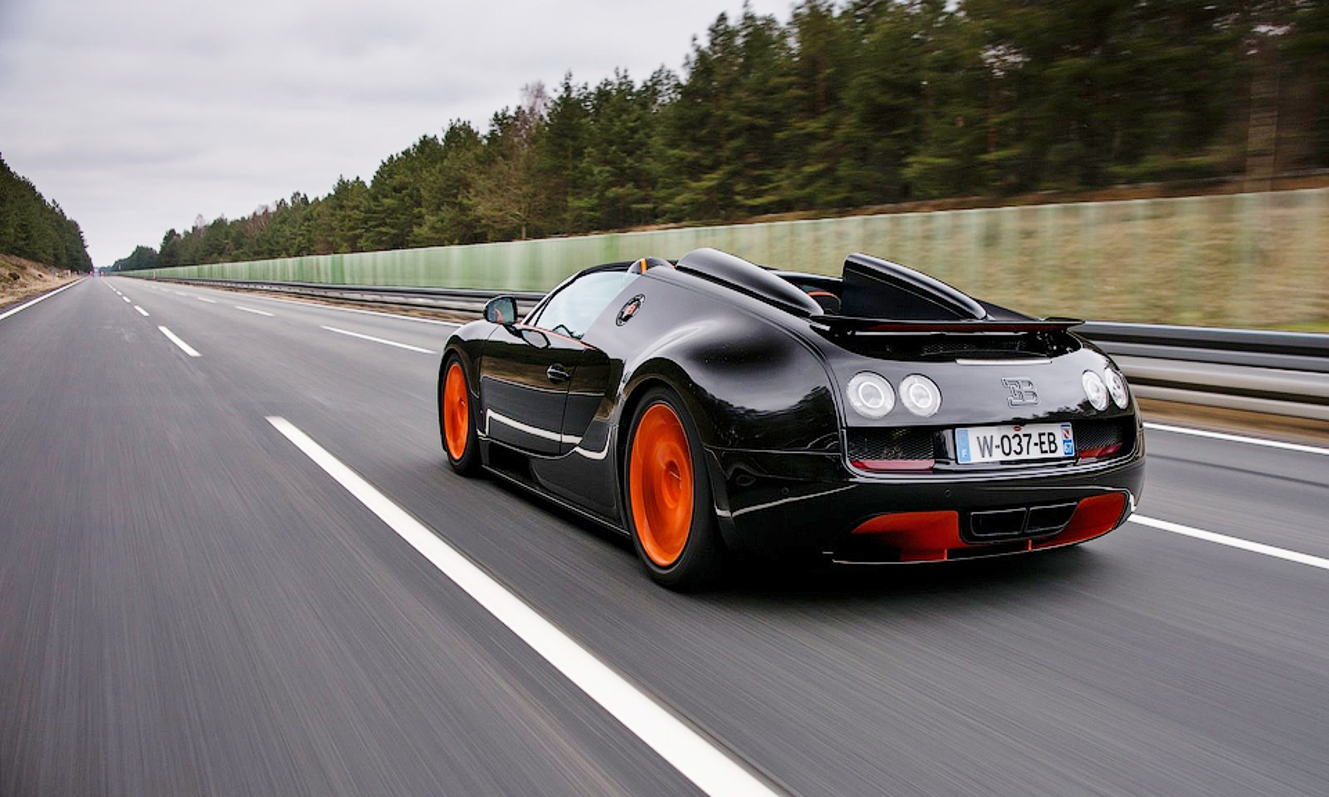 Преемника Bugatti Veyron вывели на Нюрбургринг