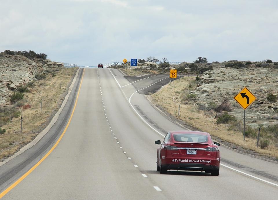 Американцы проехали пять тысяч километров на электрокаре за 59 часов. Фото 1