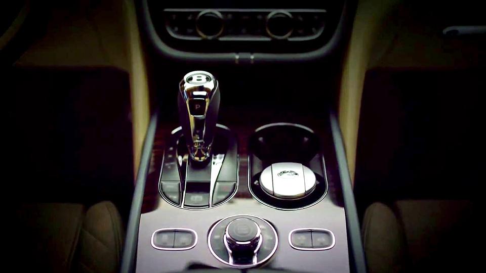 Bentley показала интерьер внедорожника