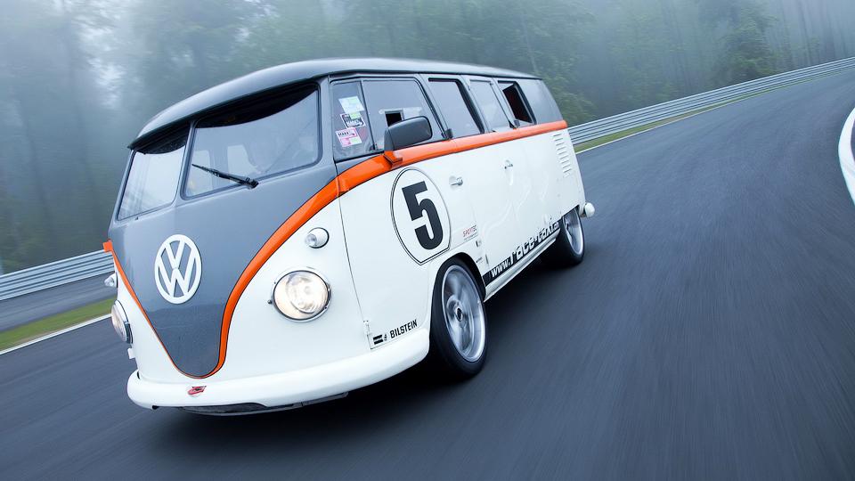 Швейцарец сделал из фургона VW 530-сильное гоночное такси