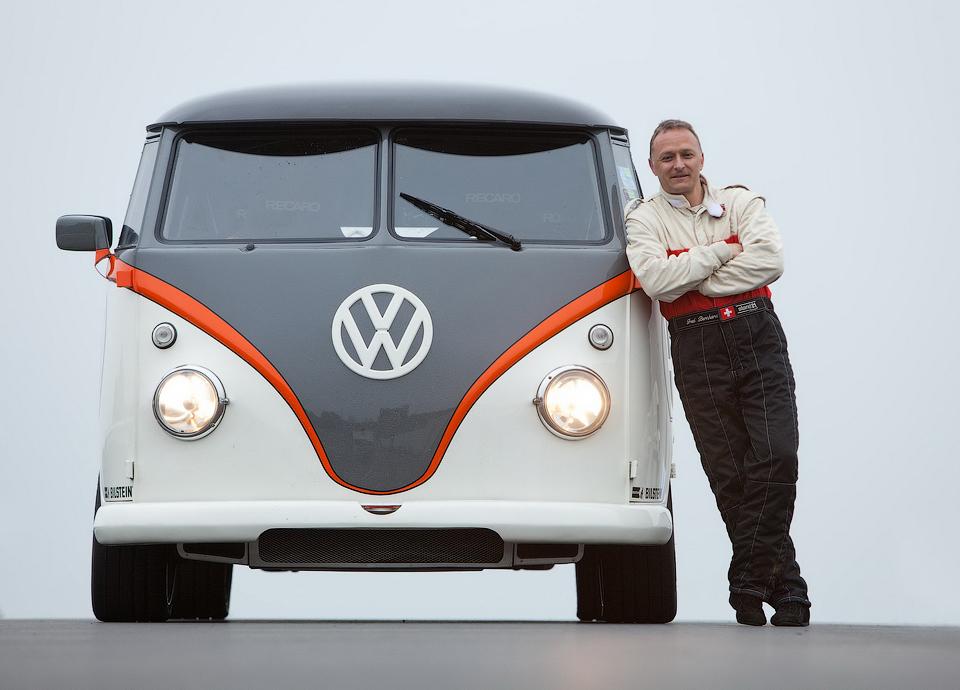 Инженер переделал классическую модель T1 в гоночный автомобиль