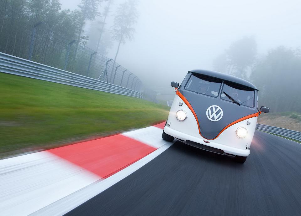 Инженер переделал классическую модель T1 в гоночный автомобиль . Фото 1