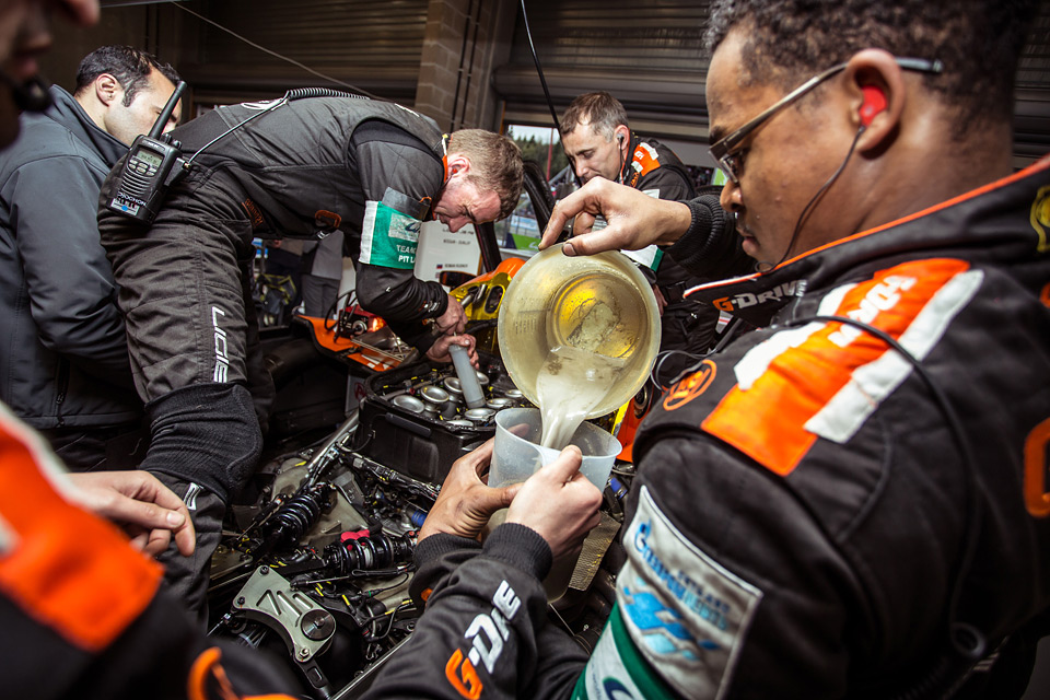 «Мотор» насвоей шкуре узнал, как работают механики гоночной команды. Фото 45