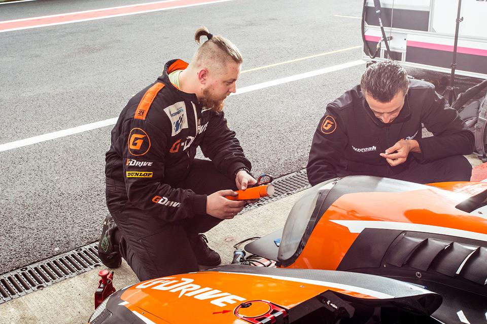 «Мотор» насвоей шкуре узнал, как работают механики гоночной команды. Фото 30