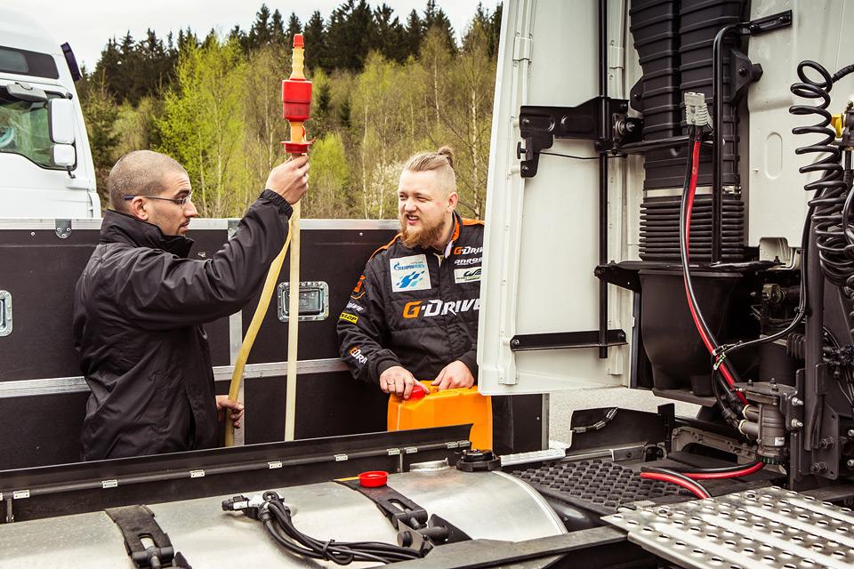 «Мотор» насвоей шкуре узнал, как работают механики гоночной команды. Фото 14