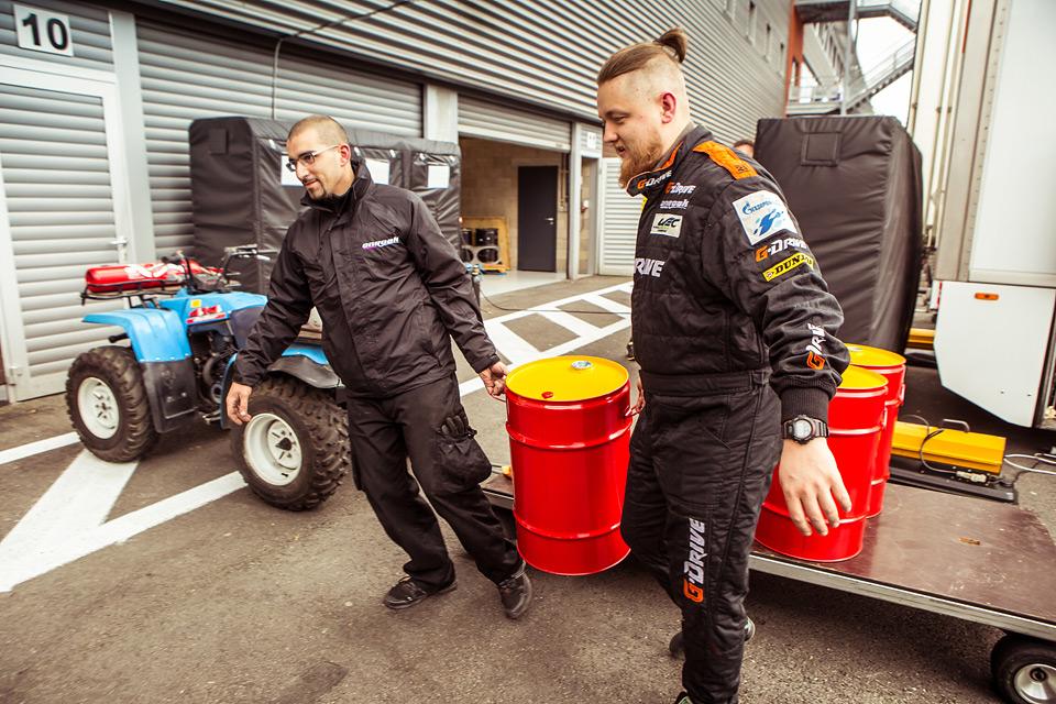 «Мотор» насвоей шкуре узнал, как работают механики гоночной команды. Фото 13