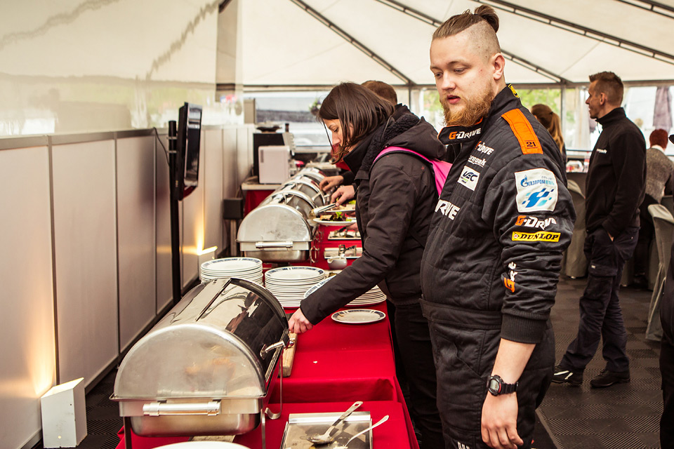 «Мотор» насвоей шкуре узнал, как работают механики гоночной команды. Фото 6