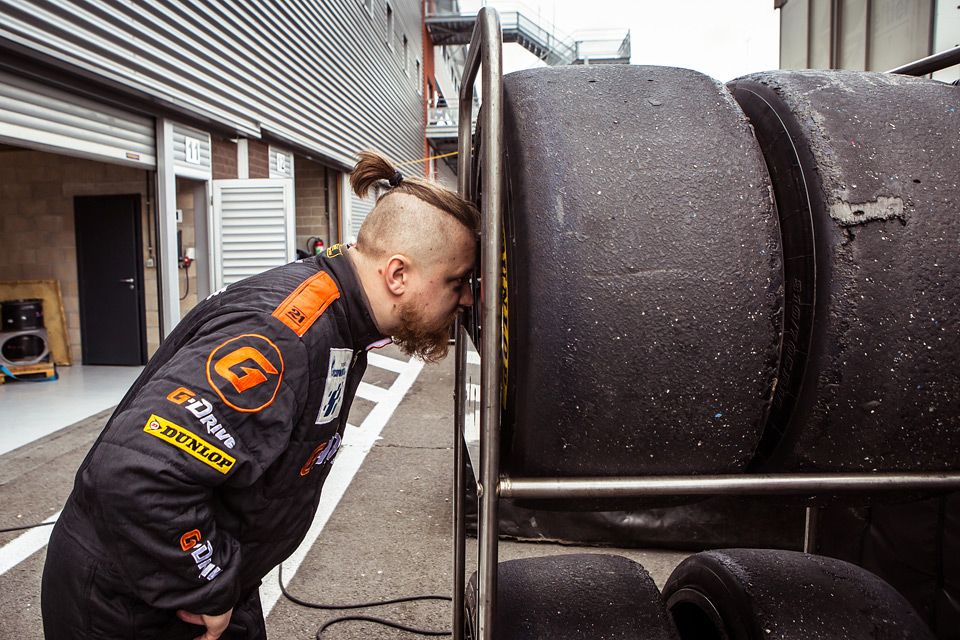 «Мотор» насвоей шкуре узнал, как работают механики гоночной команды. Фото 5