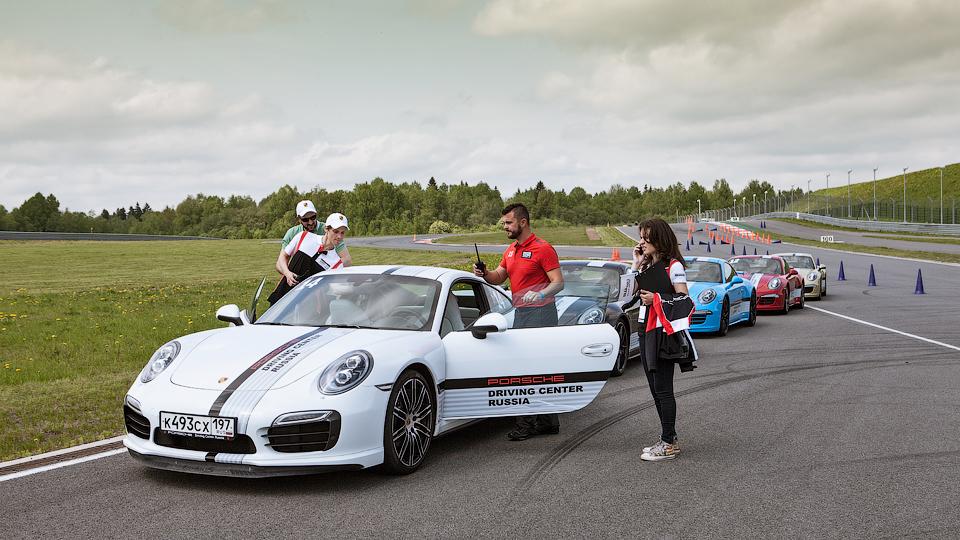Компания Porsche открыла в России школу водительского мастерства