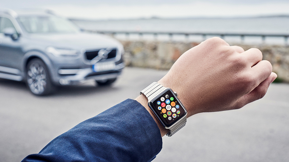 Машины Volvo подружили с умными часами