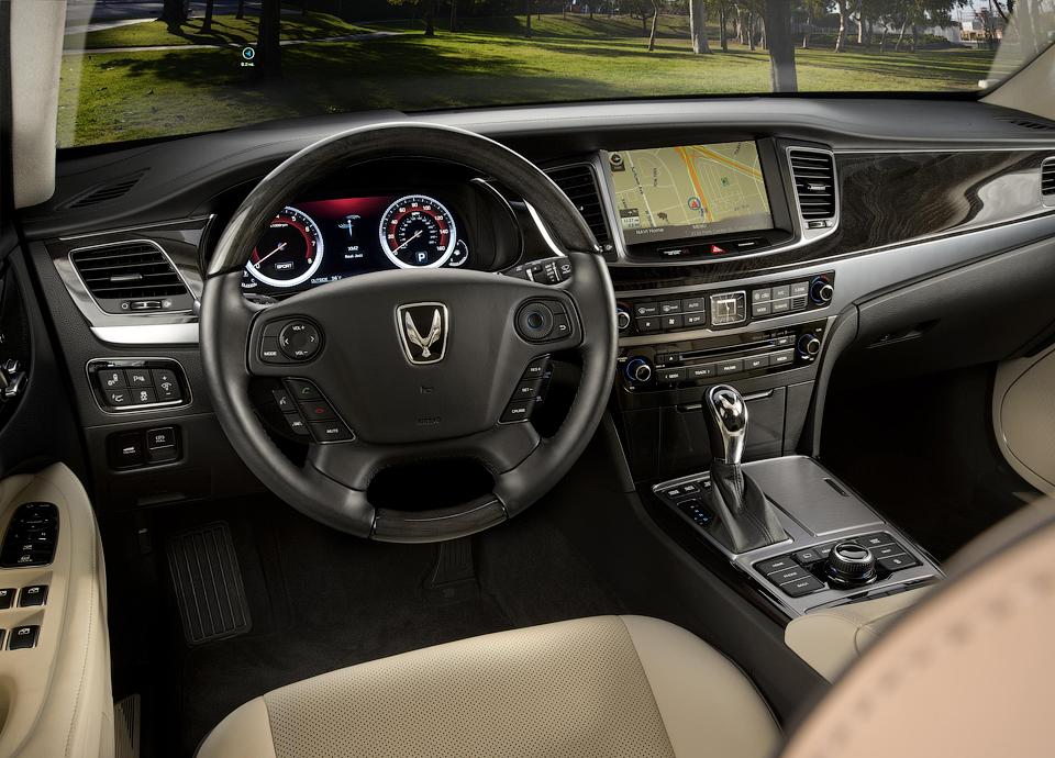 Производитель представил модернизированный седан Equus . Фото 2