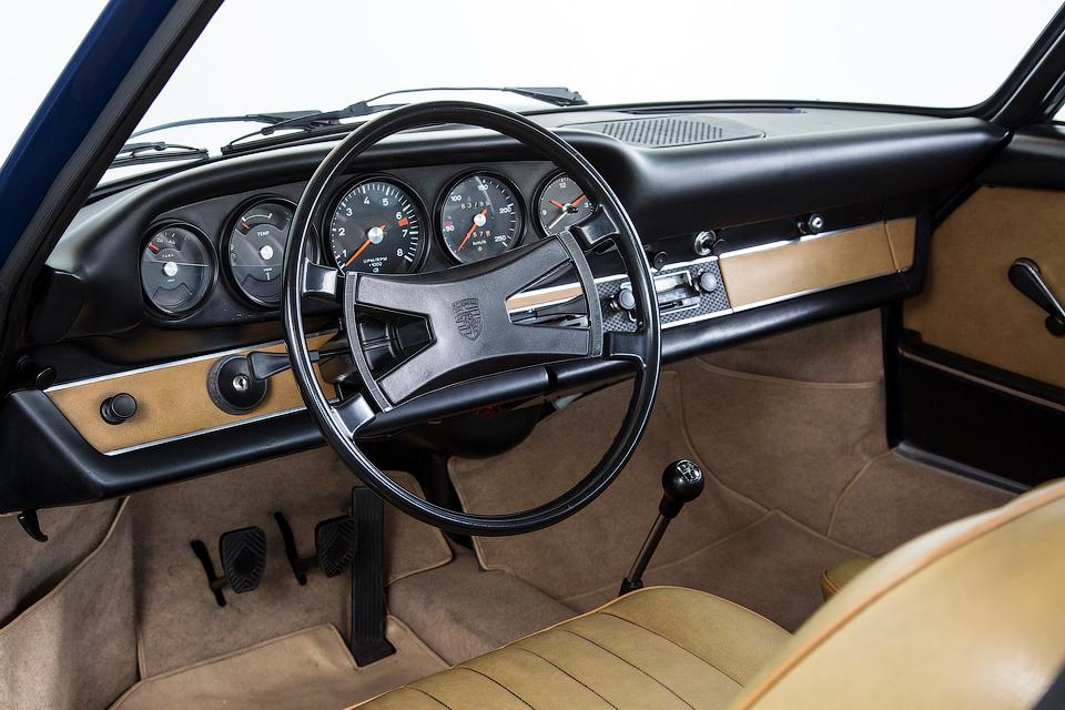 Для спорткаров 1970-х подготовили панели из современных материалов. Фото 1