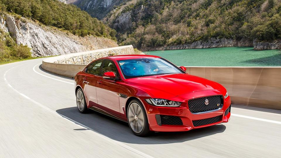«Ягуар» назвал рублевую цену конкурента «трешке» BMW