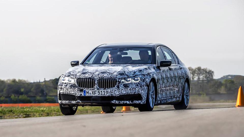 Компания BMW назвала дату премьеры новой «семерки»