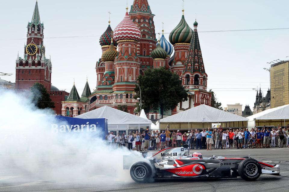 Как попасть на гонку электрической Формулы у стен Кремля. Фото 1