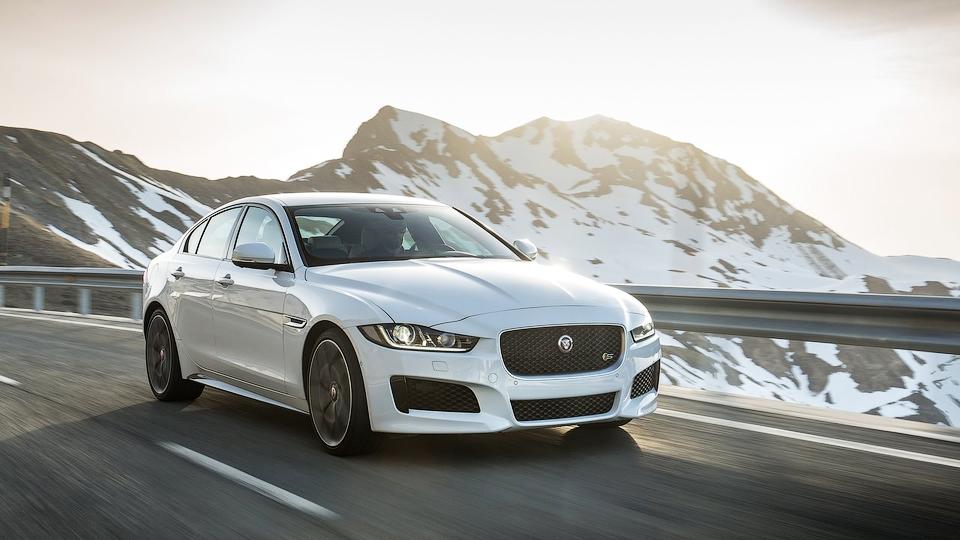 Появился полный рублевый прайс-лист седана Jaguar XE