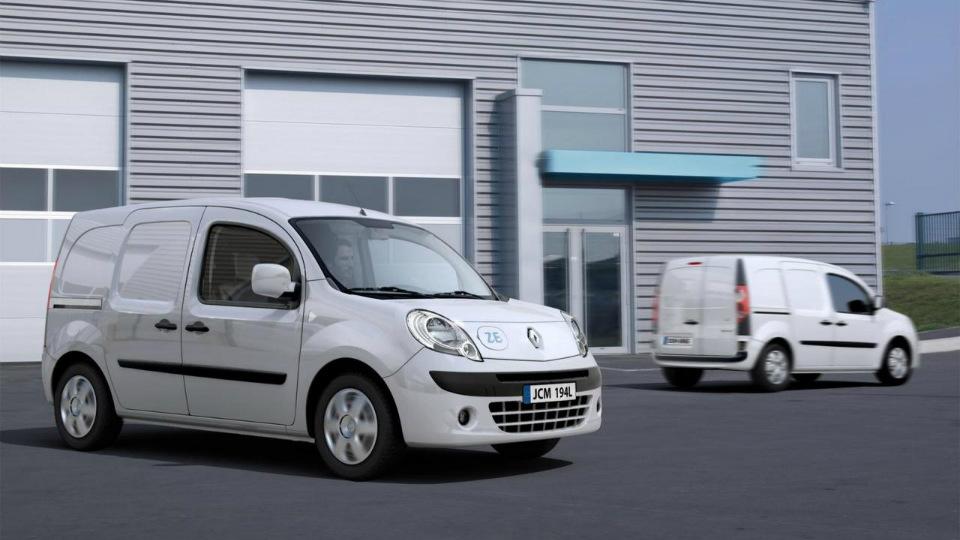 Французы начали принимать заказы на фургон Kangoo Z.E. и компакт-кар Twizy
