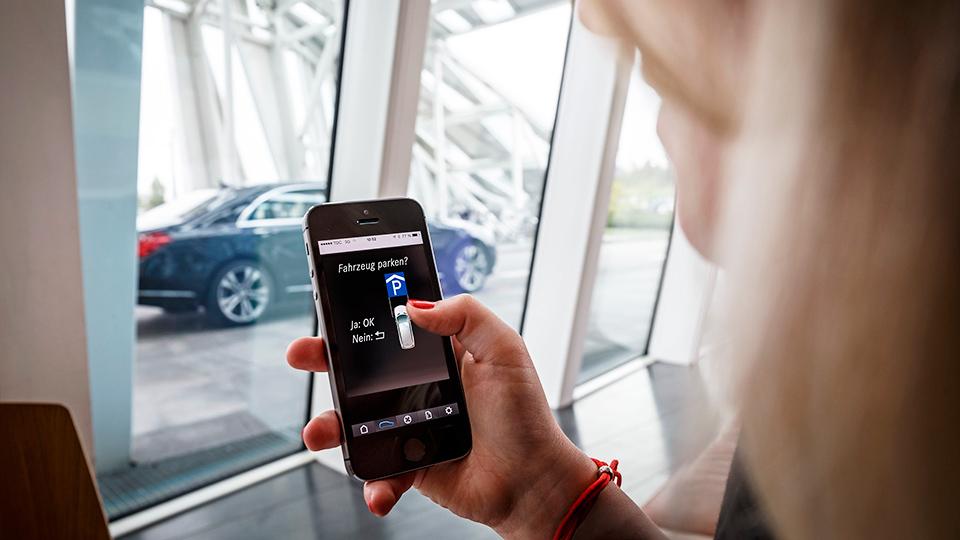 Daimler и Bosch научат машины парковаться без водителя