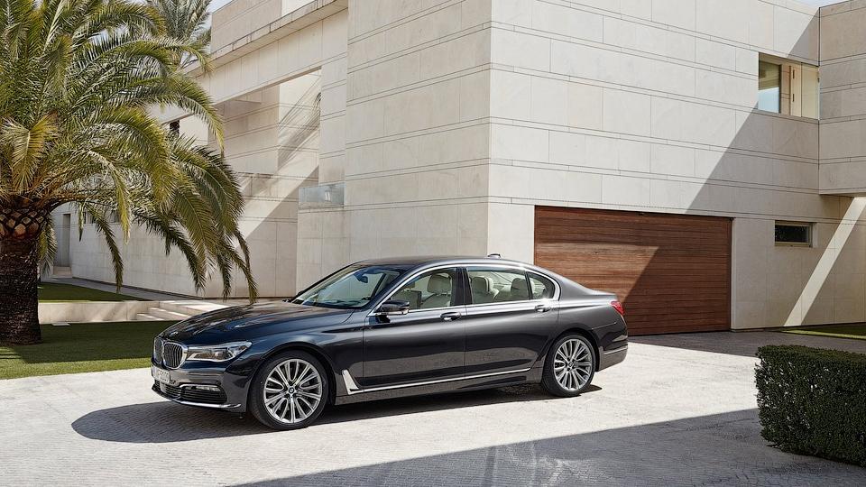 Топовая «семерка» BMW нового поколения появится в 2016 году