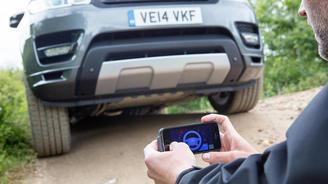 Land Rover тестирует систему дистанционного управления по смартфону. Видео
