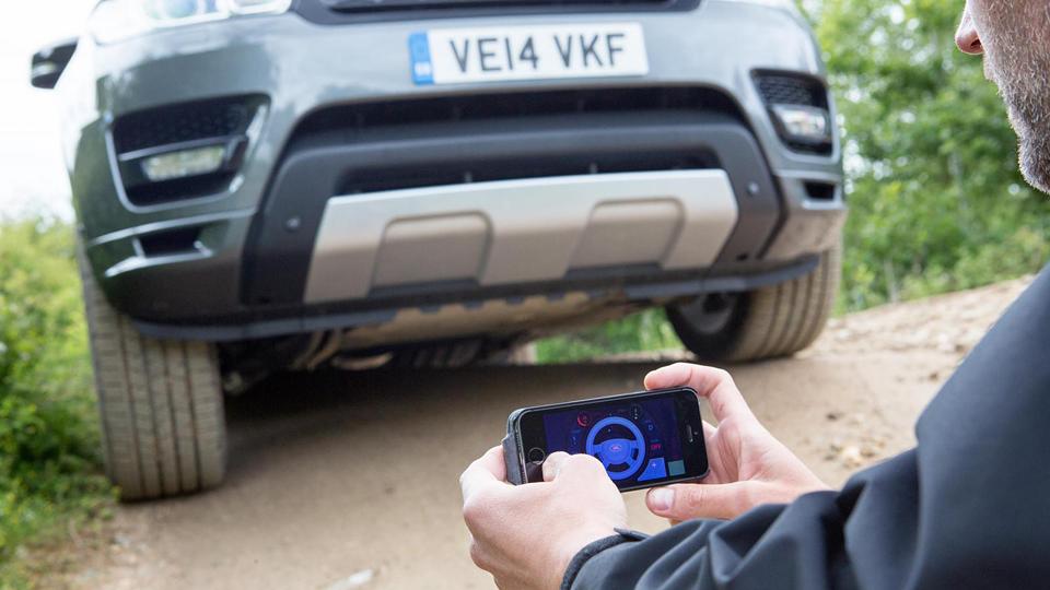 Range Rover научился ездить по бездорожью без водителя