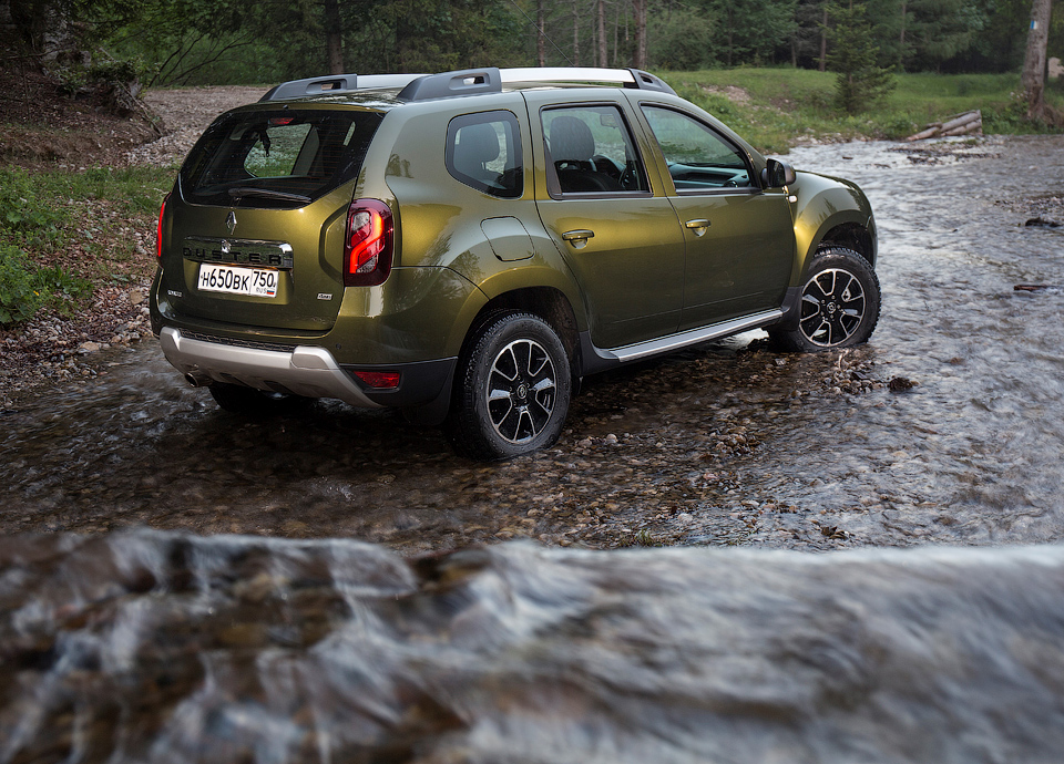 Компания Renault рассказала о ценах и комлектациях рестайлингового кроссовера