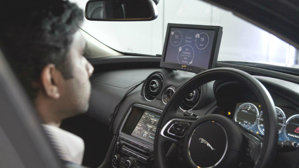 «Ягуары» и «Лэнд Роверы» смогут считывать мозговые импульсы водителя