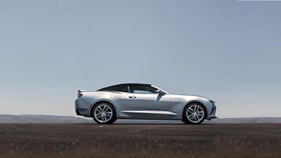 Новый кабриолет Chevrolet Camaro рассекретили в Сети