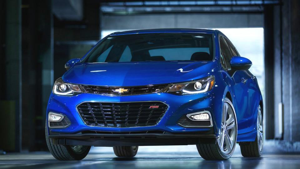 Компания Chevrolet представила седан Cruze нового поколения