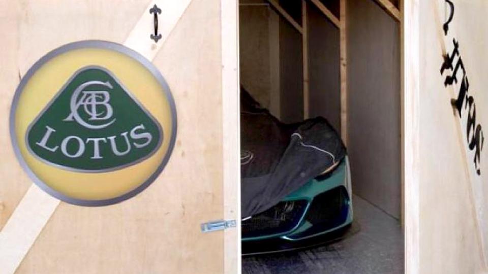 «Лотус» показал тизер самого мощного спорткара в своей истории