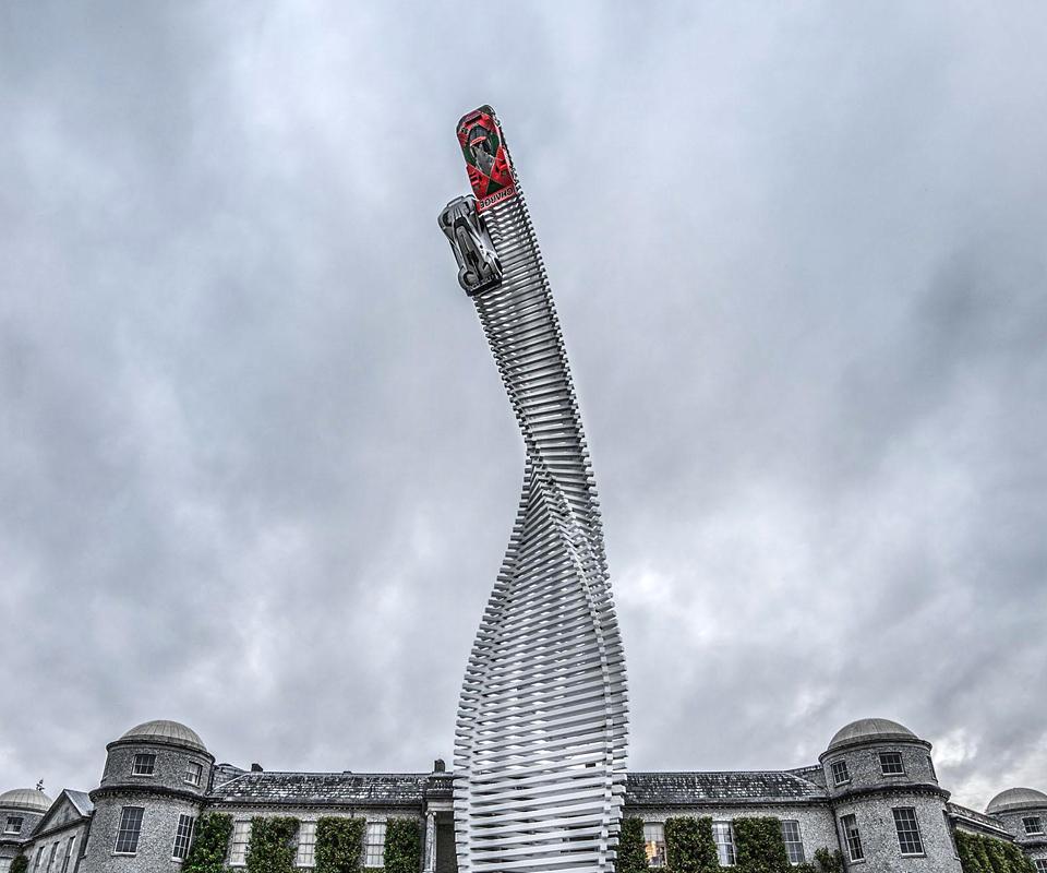 Японская марка представила главную скульптуру фестиваля скорости