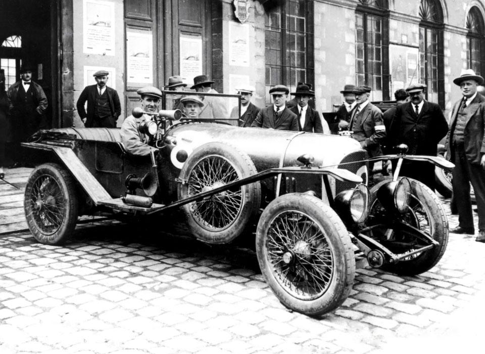 С каких моделей начиналась история автопроизводителей. Фото 3