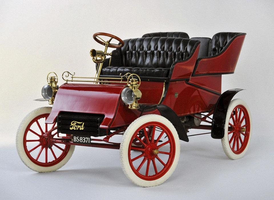 С каких моделей начиналась история автопроизводителей. Фото 12