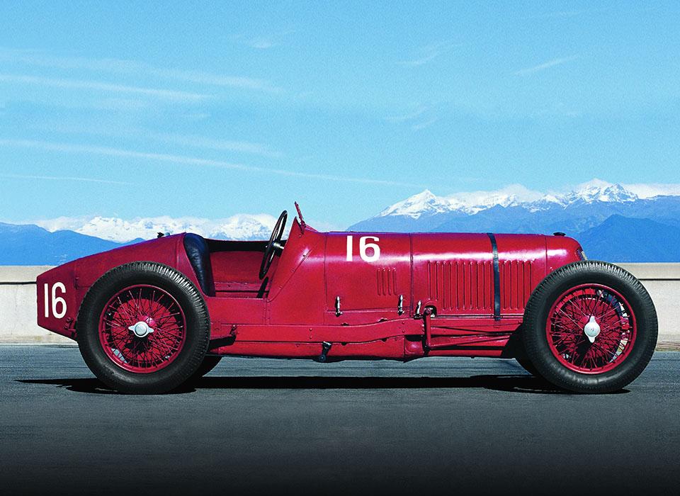 С каких моделей начиналась история автопроизводителей. Фото 2