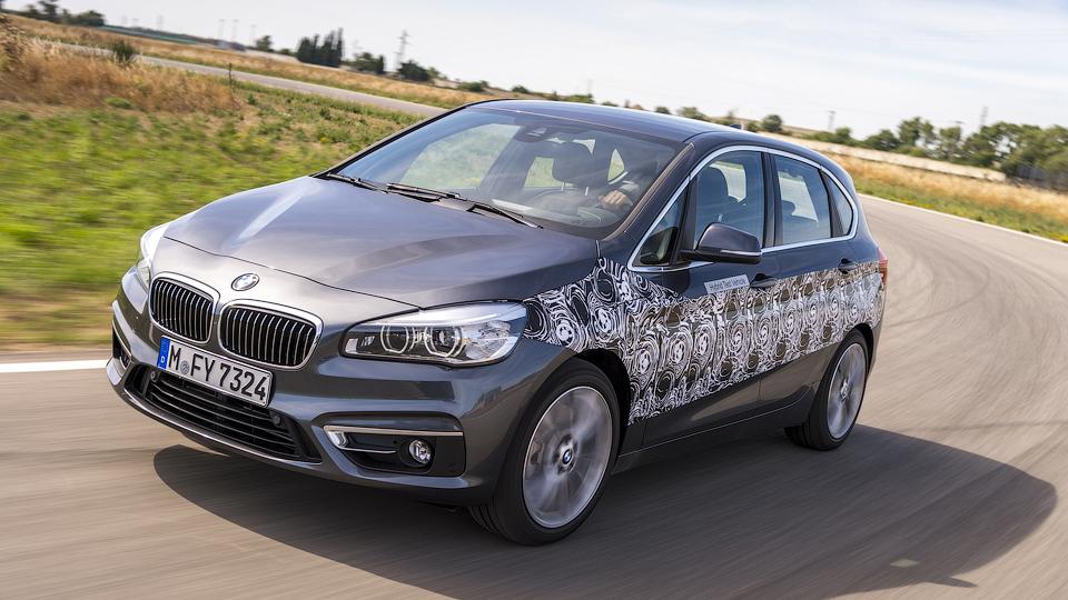 В BMW рассказали о гибридном компактвэне 2-Series