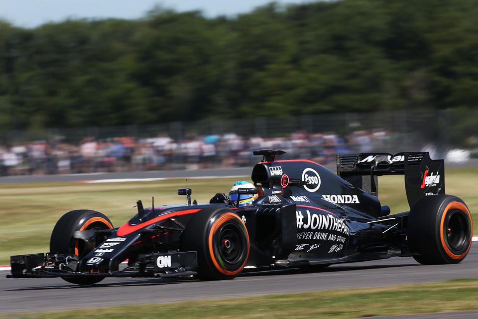 Как дождь помог Льюису Хэмилтону выиграть домашний Гран-при. Фото 4