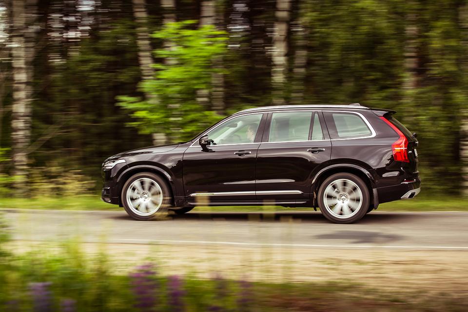 21-дюймовые колеса вроссийских ямах иматрешка вместо рычага «автомата»: тест Volvo XC90. Фото 7