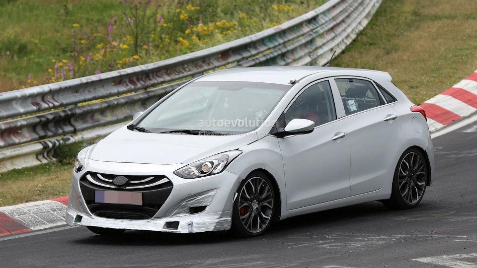 Компания Hyundai начала тесты «заряженного» хэтчбека i30