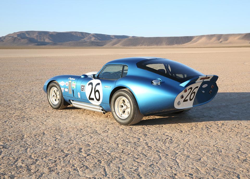 Компания подготовит 50 реплик купе Daytona Cobra . Фото 1