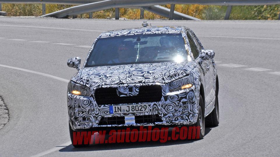 Компания Audi начала испытания своего самого маленького кроссовера
