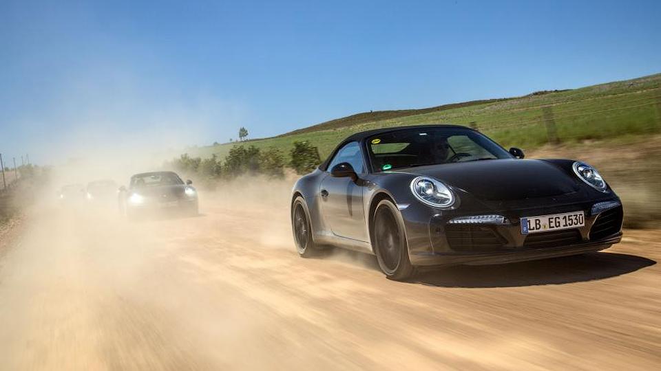 Компания Porsche поделилась фотографиями обновленного 911-го
