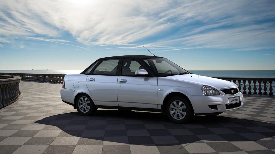«АвтоВАЗ» выпустил «Приору» с черно-белым кузовом