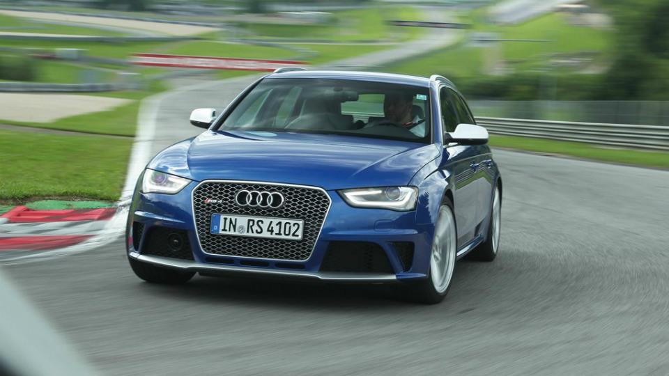 Audi RS4 нового поколения снова станет седаном
