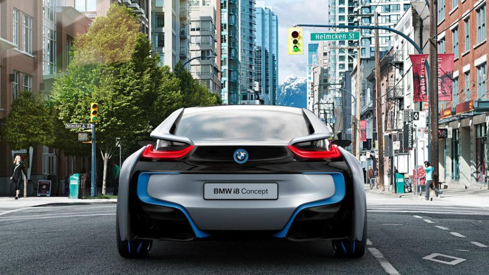 Машины BMW научились рассказывать водителю о сигналах светофора