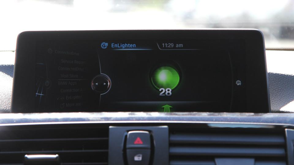 Данные о цвете светофора будут выводиться на экран мультимедийного комплекса