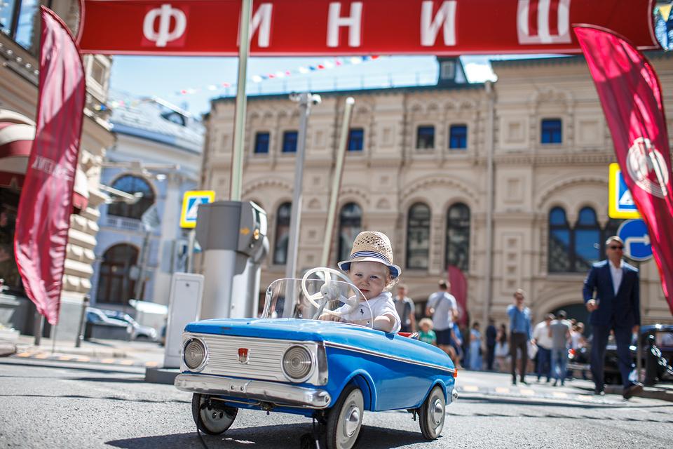 Хлебный фургон и халат с перламутровыми пуговицами – репортаж с главного ретро-ралли лета. Фото 8