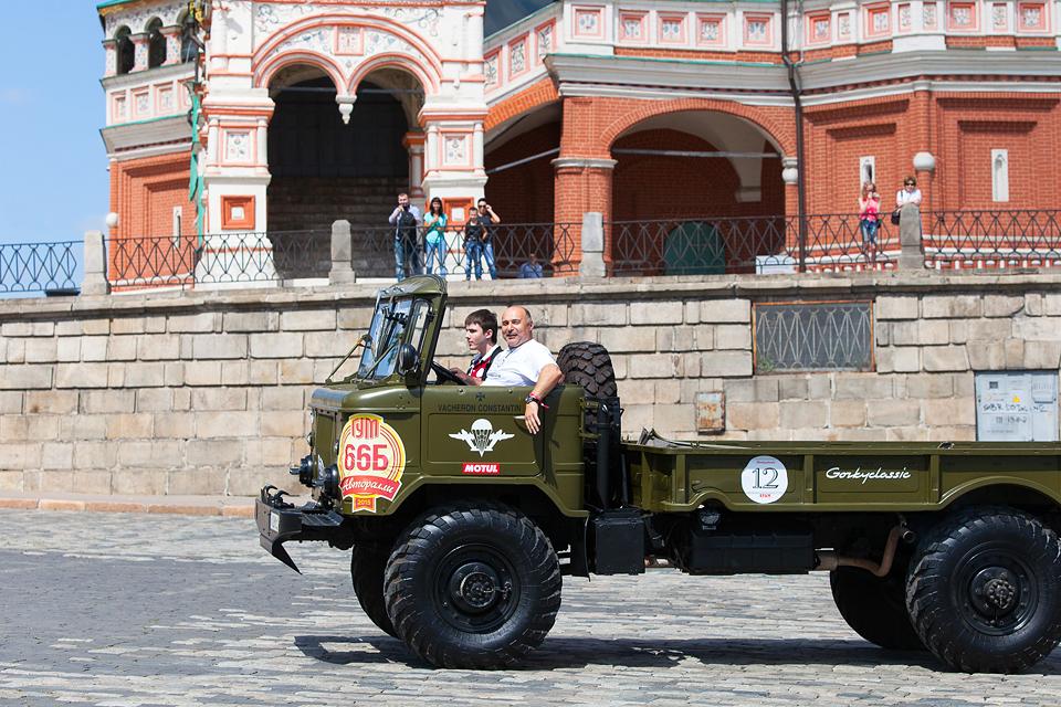 Хлебный фургон и халат с перламутровыми пуговицами – репортаж с главного ретро-ралли лета. Фото 6