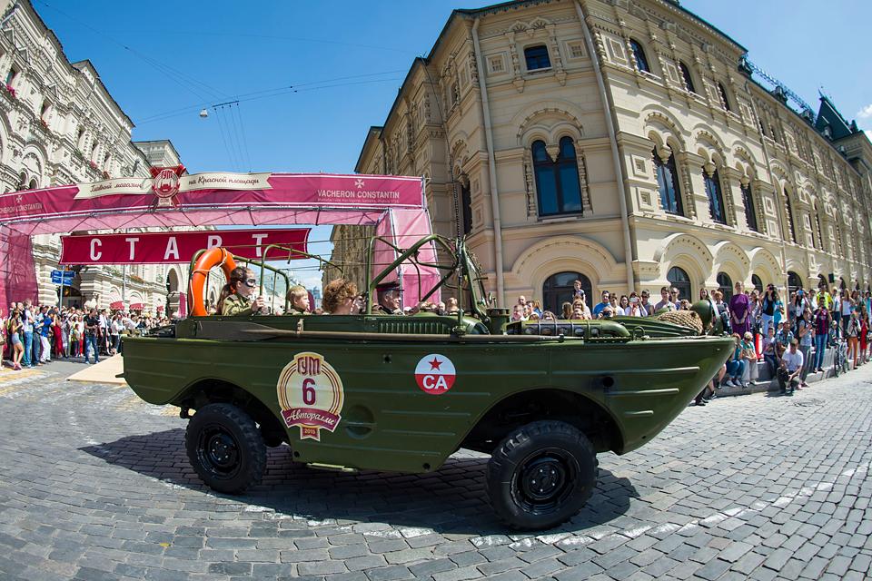 Хлебный фургон и халат с перламутровыми пуговицами – репортаж с главного ретро-ралли лета. Фото 1