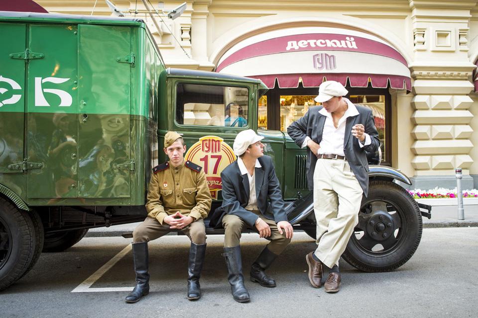 Хлебный фургон и халат с перламутровыми пуговицами – репортаж с главного ретро-ралли лета